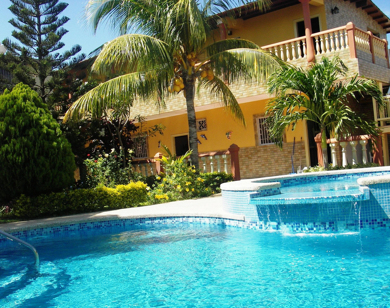 Posadas y hoteles de porlamar venezuela tuya for Posada puerta del sol